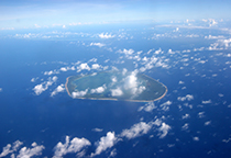 俯视海岛飘着的白云