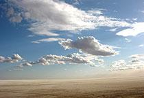 蓝天白云荒漠