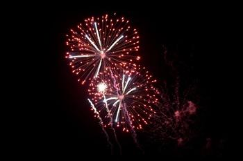 红色烟花礼花焰火夜景广告背景图片