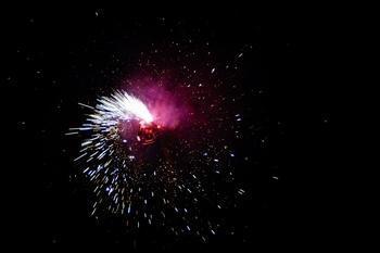 彩色烟花礼花焰火夜景广告背景图片