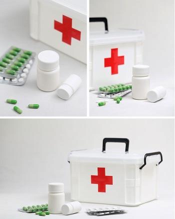 家庭急救药箱和药盒胶囊医疗ppt背景图片