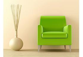 绿色的单人沙发和花瓶装饰