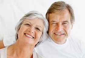 一对幸福健康的老夫妇